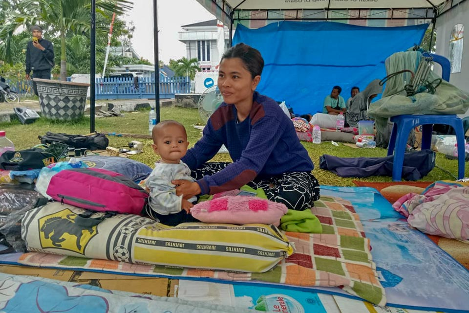 Mother in Palu, after Indonesia quake and tsunami