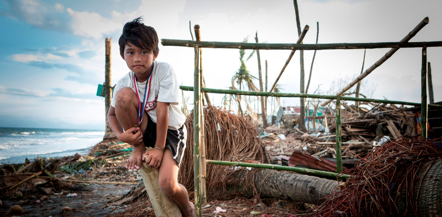 child after typhoon Haiyan humanitarian crisis