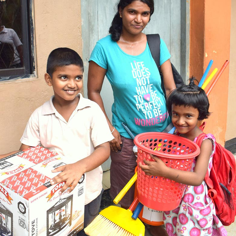 Aid in Sri Lanka after floods