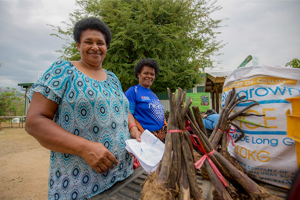 Residents and food aid in Fiji